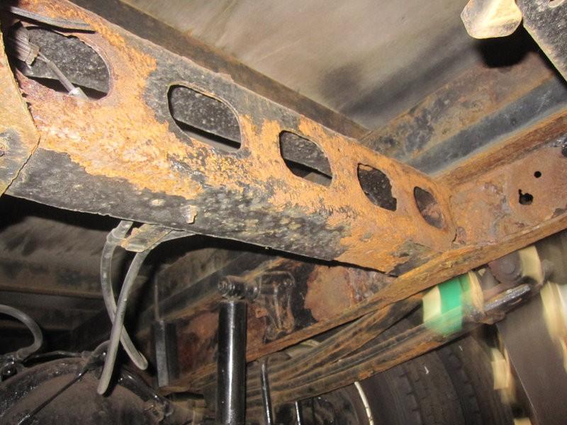 錆まみれのトラック サビ止め作業